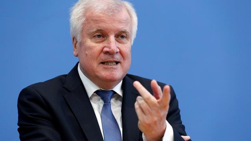 Alemania mantiene controles en la frontera con Austria durante seis meses más