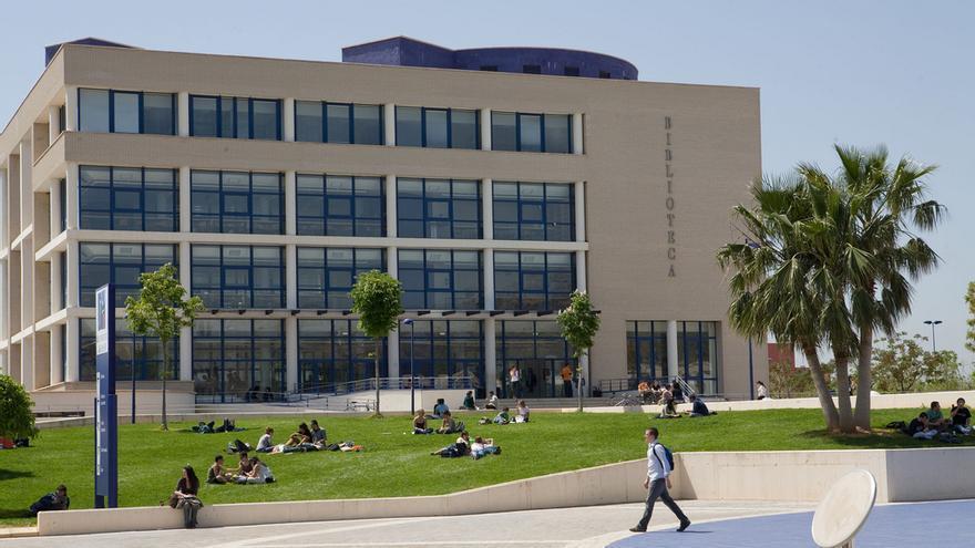 la biblioteca de la UJI, uno de los puntos de encuentro para el alumnado