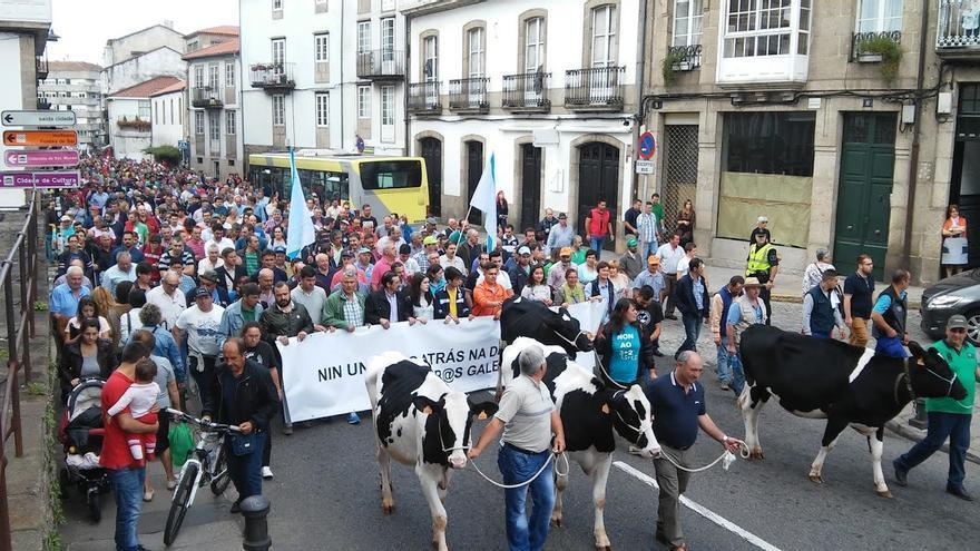 La manifestación de ganaderos, por el centro de Santiago / praza.gal