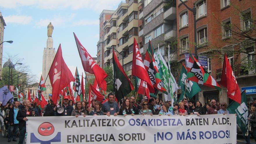 "Los sindicatos acusan a Osakidetza de intentar ""desactivar"" la huelga convocando la Mesa y le instan a negociar"