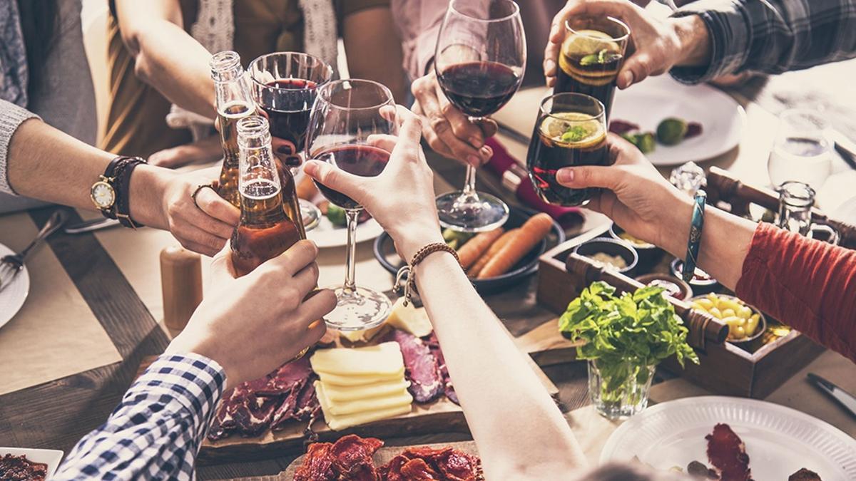 Las reuniones sociales en domicilios particulares de hasta 10 personas están habilitadas si se realizan en espacios interiores.