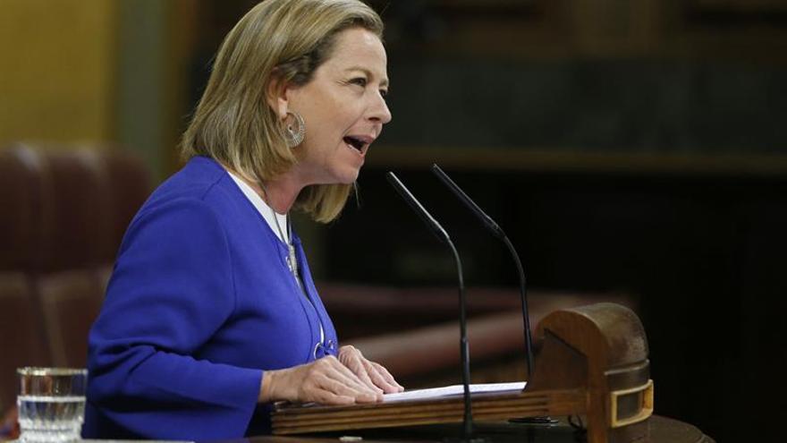 La diputada de Coalición Canaria, Ana Oramas durante su intervención en la segunda sesión del debate de investidura del candidato del PP, Mariano Rajoy,