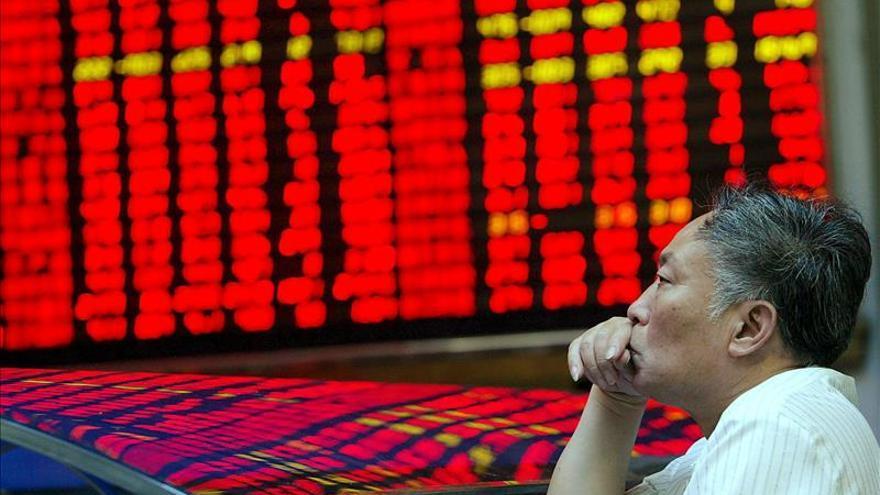 La Bolsa de Shanghái pierde un 3,2 % a media sesión
