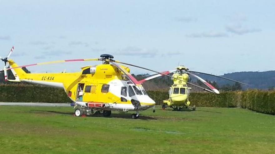 Helicópteros de Inaer en la base de la Xunta en Silleda en marzo de 2013 antes de adjudicarse el servizo en abril de ese año