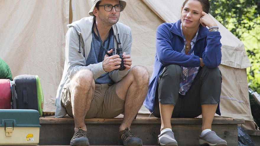 Jennifer Garner y David Tennant en 'Camping' (HBO)