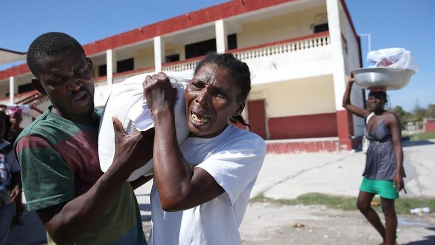 Ascienden a 1.000 los fallecidos en Haití tras el paso del huracán Matthew.