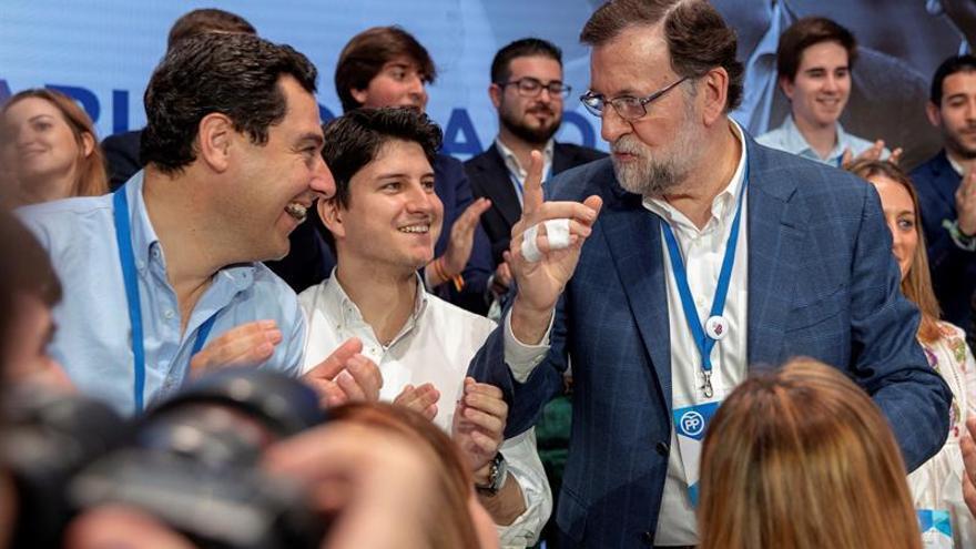 La mayoría votantes del PP quieren que Rajoy repita como candidato, según sondeo.