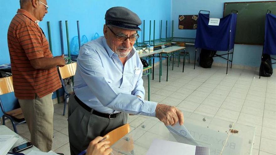 La presidenta de Pasok gana la primera vuelta para el liderazgo del centroizquierda