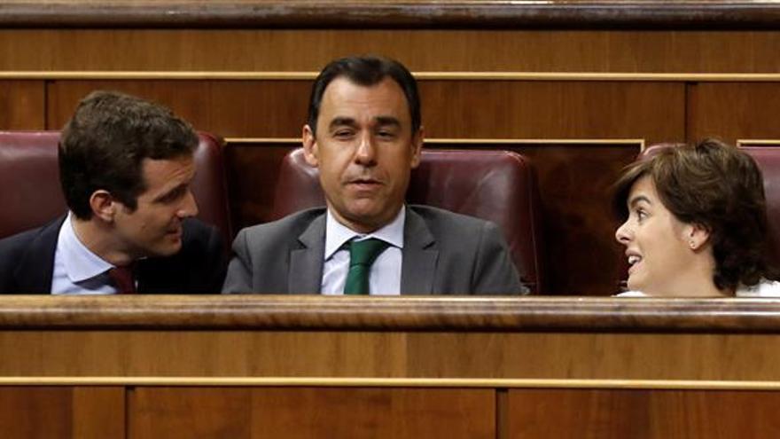 El pleno del Congreso, base de operaciones de Sáenz de Santamaría y Casado
