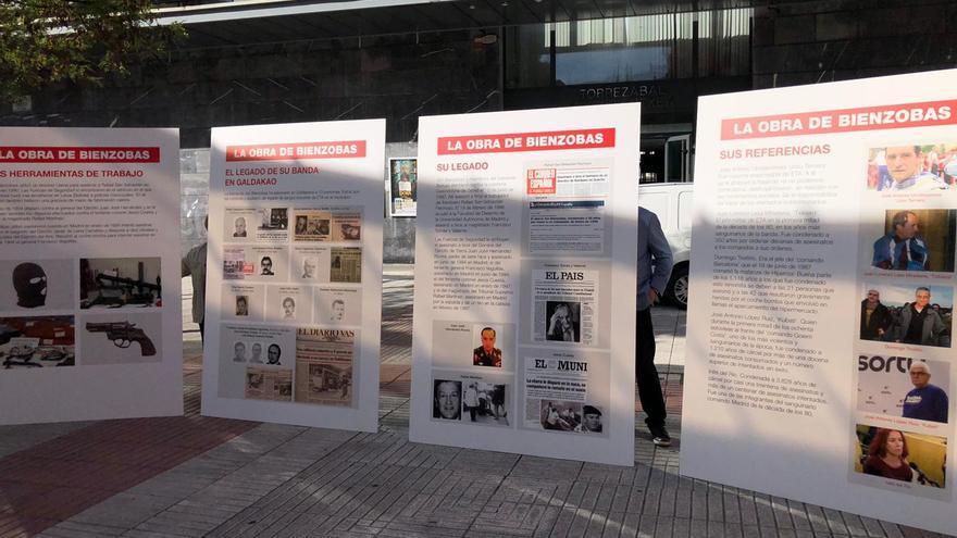 """Paneles colocados por el PP mostrando """"el verdadero legado"""" de Bienzobas"""