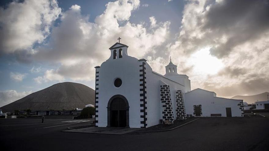 Ermita de Nuestra Señora de Los Dolores, en Mancha Blanca, orientada a 92 grados, casi al este exacto, a la salida del sol en los equinoccios.