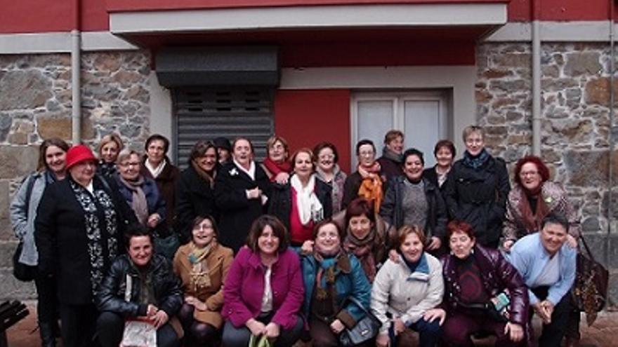 Una parte de las mujeres que forman la Tertulia Feminista de Les Comadres de Gijón. \ Fotografía tomada de www.comadresfeministas.com