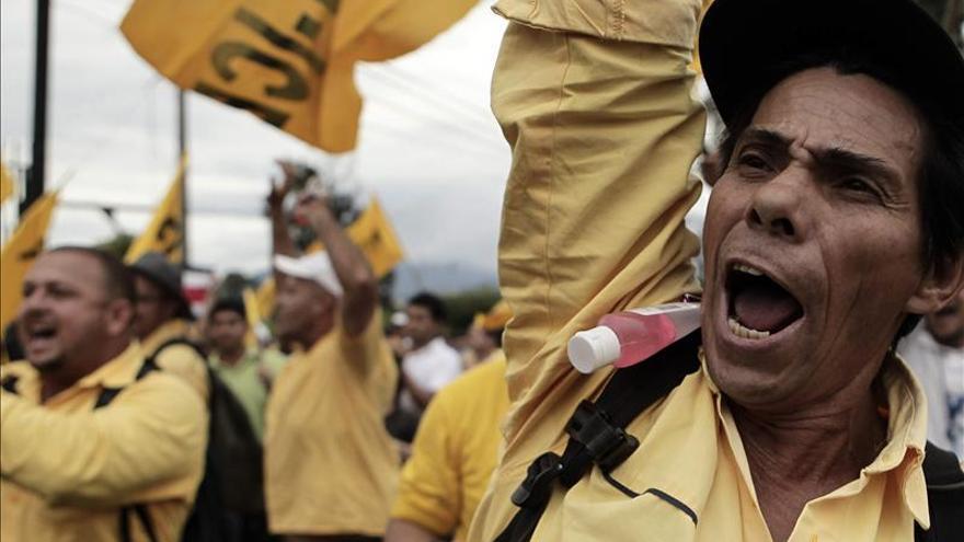 Miles de costarricenses protestan contra las políticas neoliberales