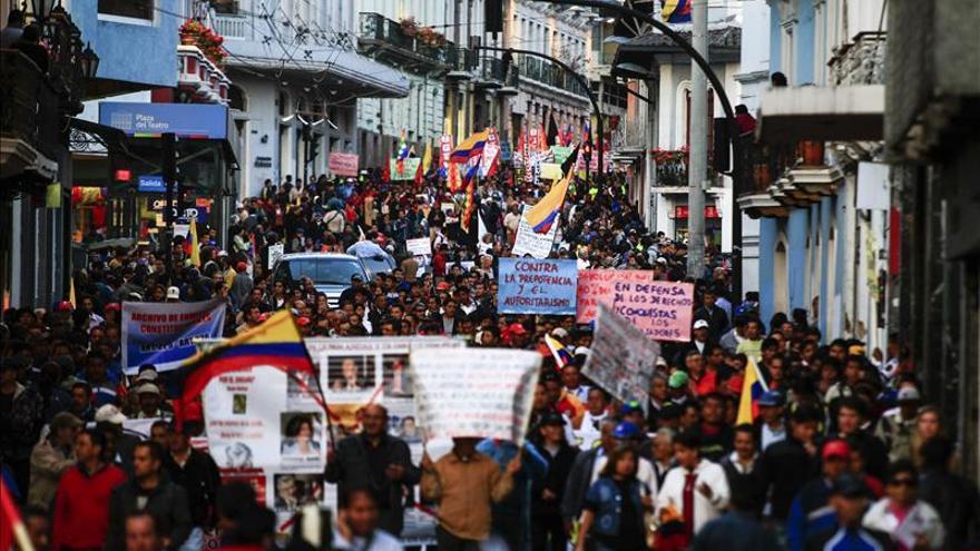 anizaciones sociales y sindicales protestan en Ecuador contra el Gobierno