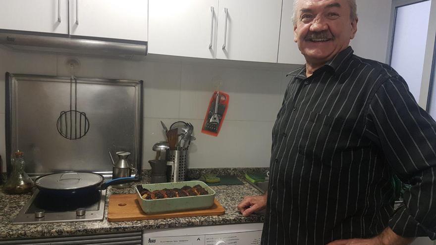 Adam, un obrero polaco de 61 años, rehace su vida en un piso de Valencia tras cinco años viviendo en la calle