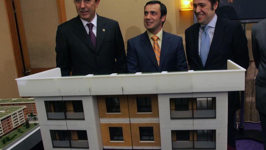 José Luis Bilbao (a la izquierda), con Jabyer Fernández y Fernando García Macua.