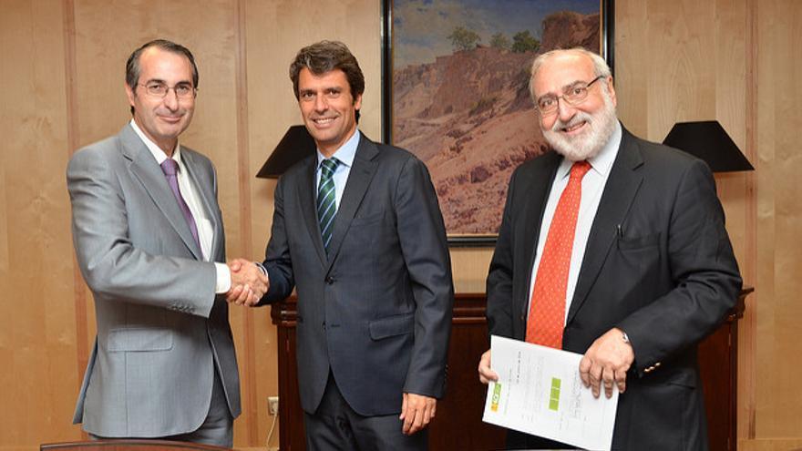 El rector Fernando Suárez Bilbao (izda) / Flickr