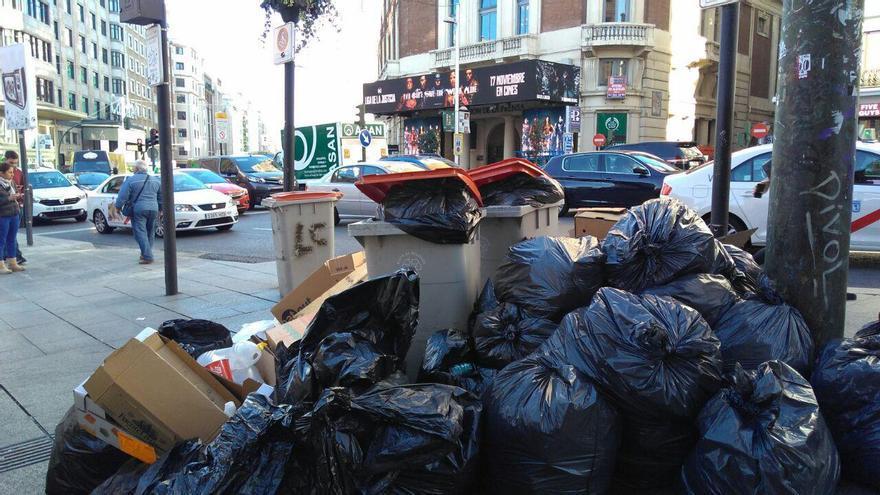 La plaza de Callao en la segunda jornada de huelga de recogida de basuras. / S.P