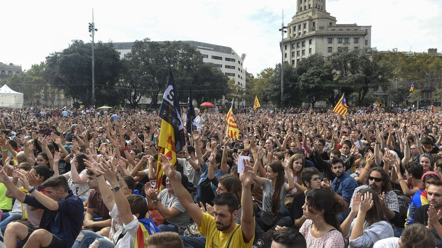 Descripción : Studentes during a demonstration downtown Barcelona, Spain, Monday, Oct. 2, 2017