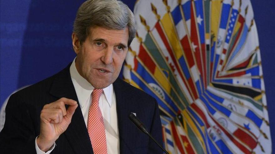 Kerry insta a la unión de los países de las Américas y critica a La Habana