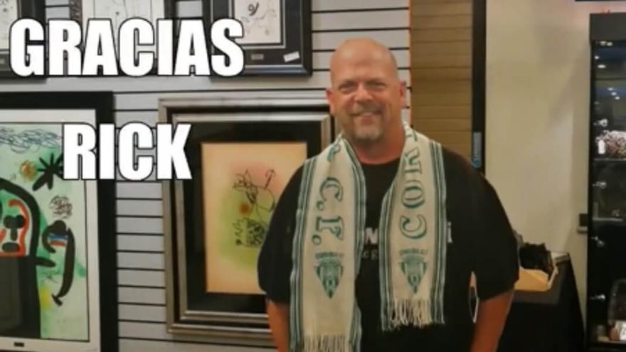 Rick Harrison, del programa 'Pawn Stars', con la bufanda del Córdoba.