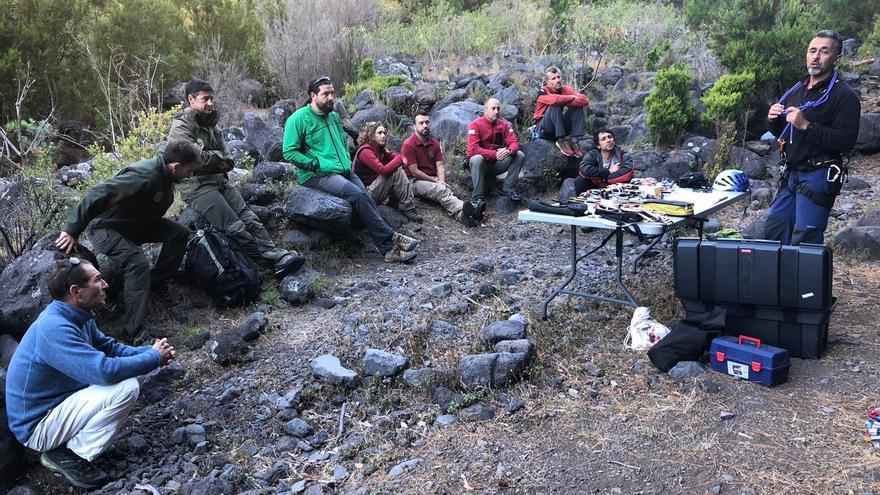 Participantes en el curso de trabajos verticales organizado por Parques Nacionales en La Palma.