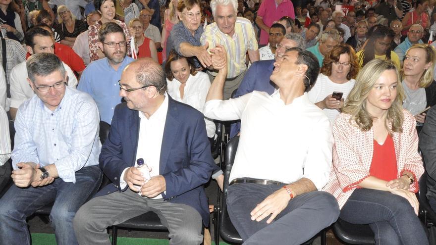 """Lambán dice que Sánchez es """"el cambio"""" y critica a quienes pretenden """"reescribir"""" la Historia reciente"""