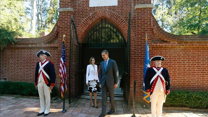 Los reyes de España homenajean a George Washington antes de acudir a la Casa Blanca