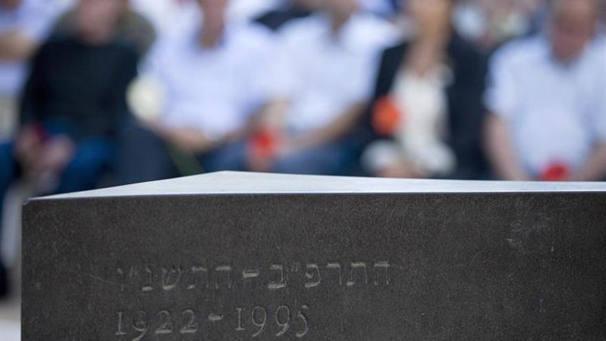 Miles de personas homenajean a Isaac Rabin en el 22 aniversario de su muerte