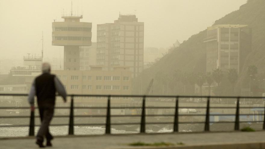 La nube de polvo proveniente del Desierto del Sahara que ha llegado a la península de Yucatán podría tener afectaciones de salud a las personas que ya padecen enfermedades respiratorias previas.