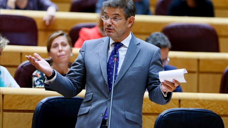 """Catalá afirma que no hay razones """"escondidas ni oscuras"""" en la reforma del TC"""
