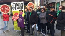 Protesta de miembros de la PAH y de Entrebarris