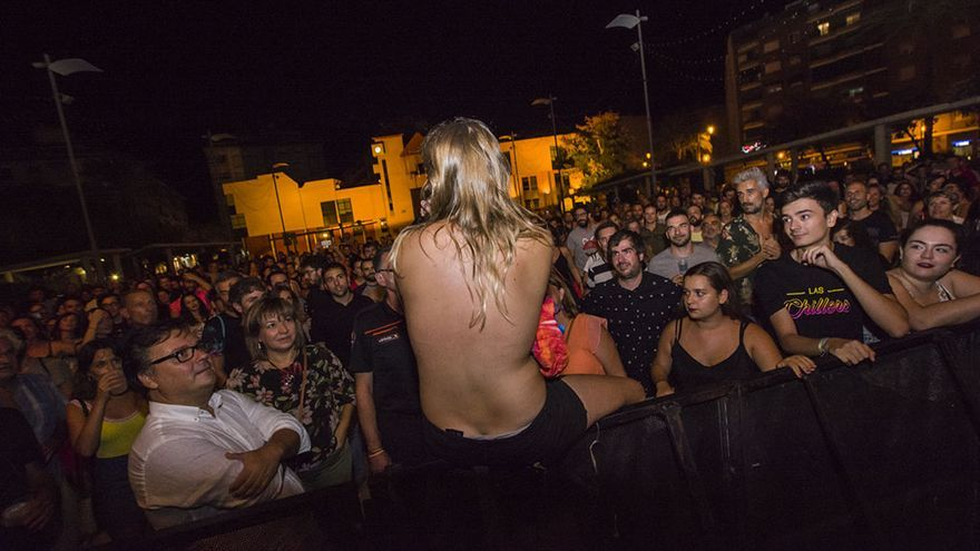 """Las Chillers lamentan el """"doble rasero"""" por las críticas a su cantante al enseñar los pechos en un concierto"""