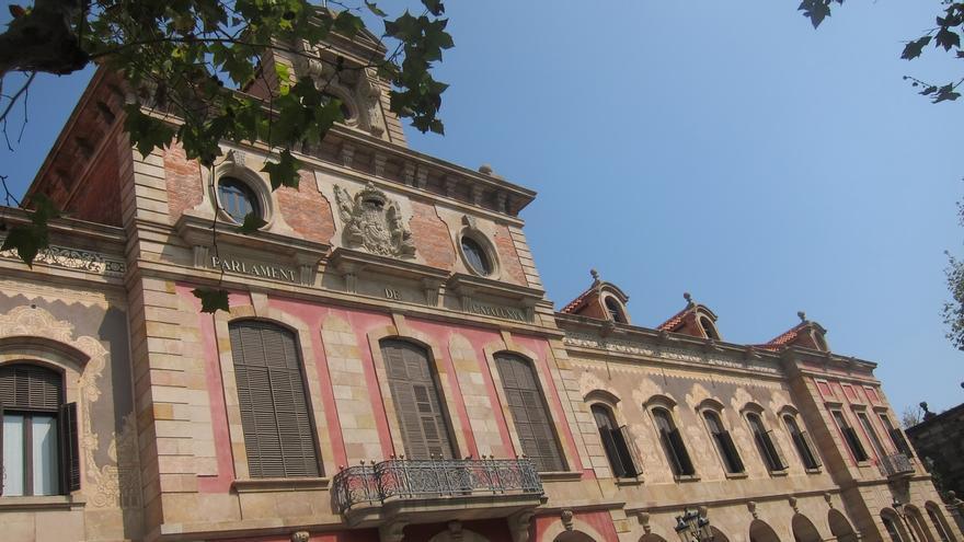 El Parlament pide al TC resolver el recurso contra Puigdemont y levantar las medias cautelares