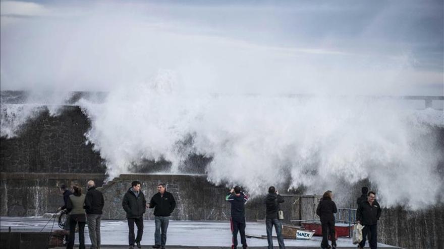 La AEMET alerta del fuerte oleaje en el norte y fuertes lluvias en Cáceres