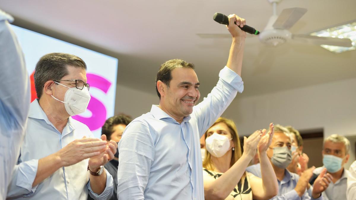 Ganador con casi el 77% de los votos, Valdés celebró con la primera plana radical