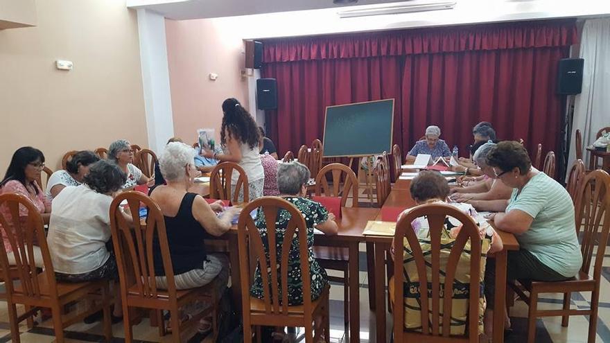 En la imagen, participantes en el Taller de Estimulación de la Memoria.