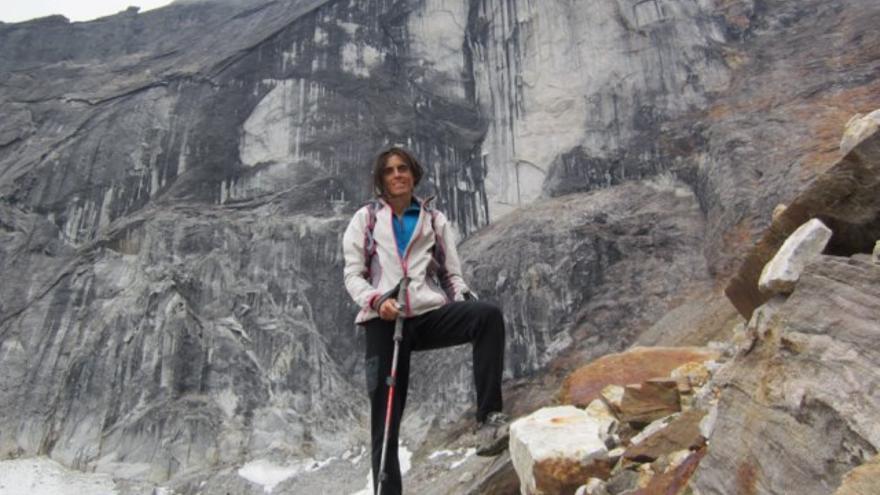 Sílvia Vidal frente a Xanadu en los Arrigetch Peaks.