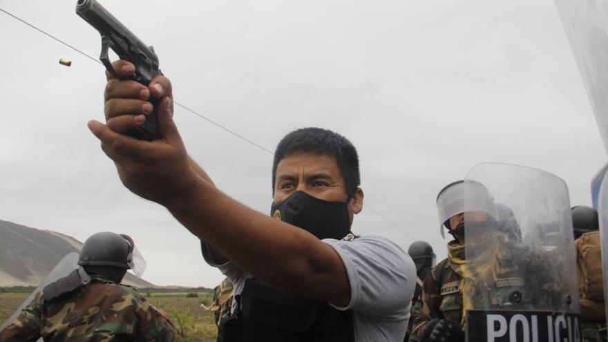 Gran premio de prensa de Perú para la foto que capta un asesinato de la Policía