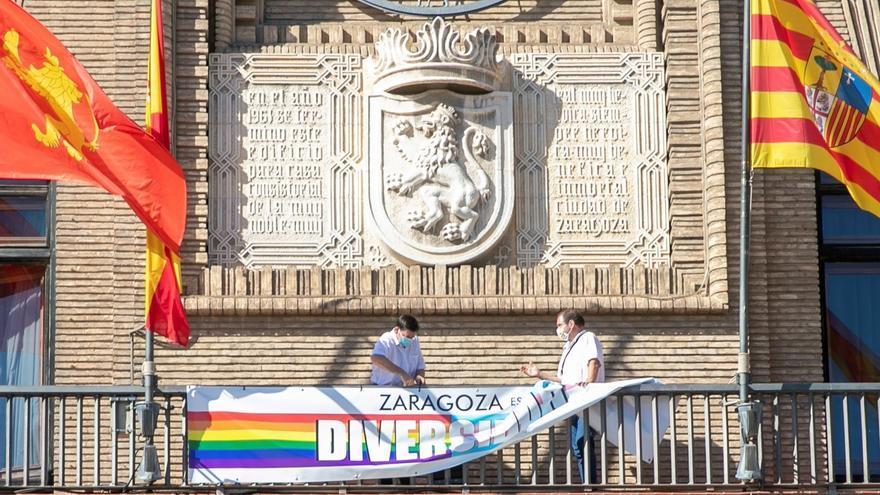 El juez ordena retirar la pancarta LGTB del balcón del Ayuntamiento de Zaragoza