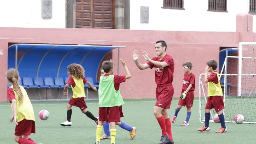 En la imagen, actividades en un campo de verano del FC Barcelona.