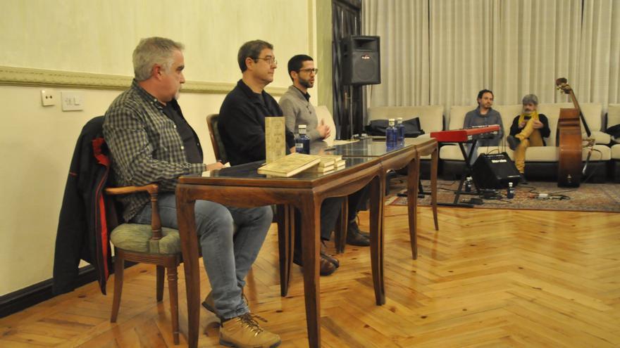 Presentación de 'Los amantes de Teruel', primer libro publicado gracias a esta coooperativa