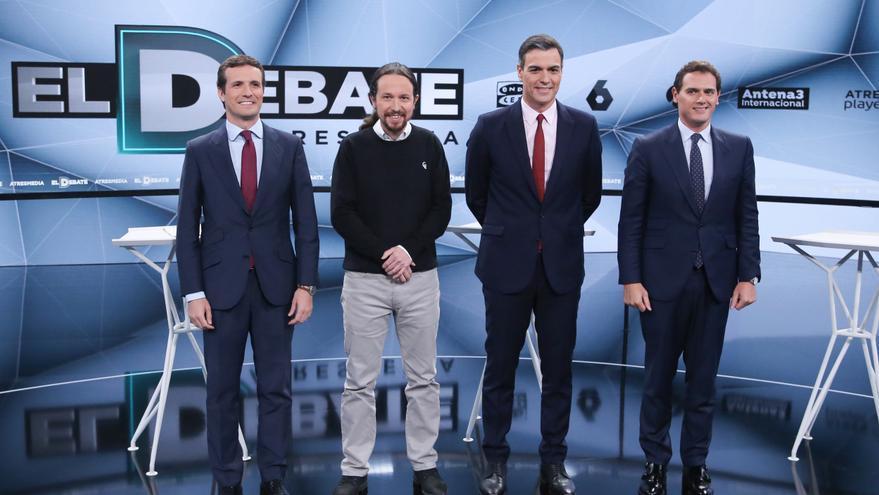 El presidente del PP, Pablo Casado; el secretario general de Podemos, Pablo Iglesias; el presidente del Gobierno, Pedro Sánchez; y el presidente de Ciudadanos, Albert Rivera preparados para el debate de Atresmedia.