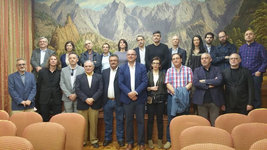 El jurado del Premio de la Crítica ha sido recibido este viernes en el Cabildo. Foto: LUZ RODRÍGUEZ.