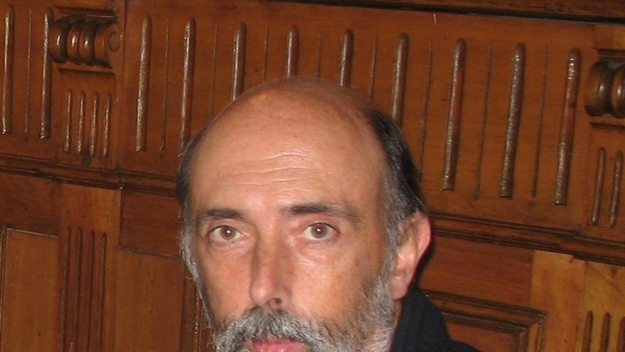 El profesor de la UPV/EHU Francisco Etxeberria recibe el Premio '9M por las personas desaparecidas'