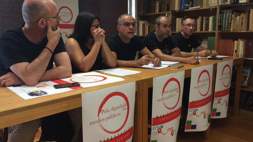 Representantes del personal de CRTVG y CRTVE en la presentación de la manifestación que recorrerá Santiago el sábado 8 de septiembre