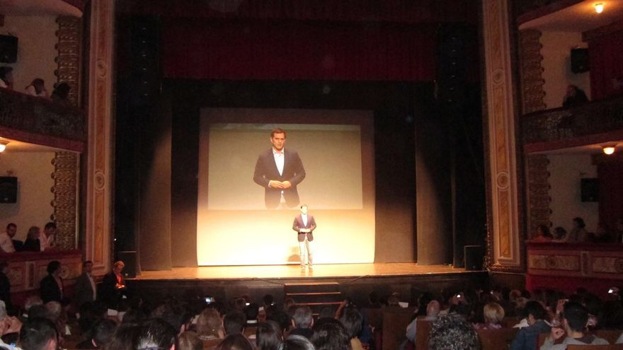 """Albert Rivera asegura que Artur Mas tendrá que """"pagar la multa"""" por """"haberse saltado la ley"""""""