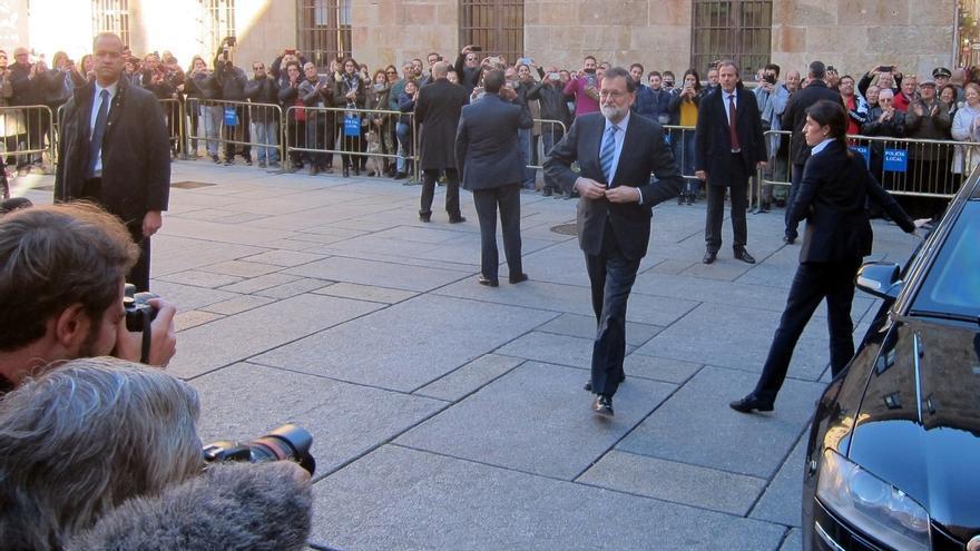 """Rajoy agradece el apoyo de Juncker y ve """"reconfortante"""" el respaldo de la UE a la integridad territorial de España"""