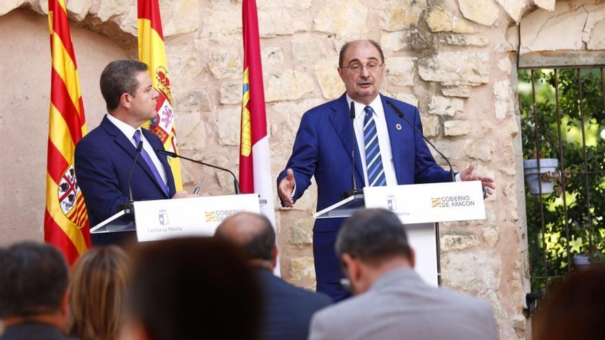 El presidente de Castilla-La Mancha, Emiliano García-Page, y el de Aragón, Javier Lambán