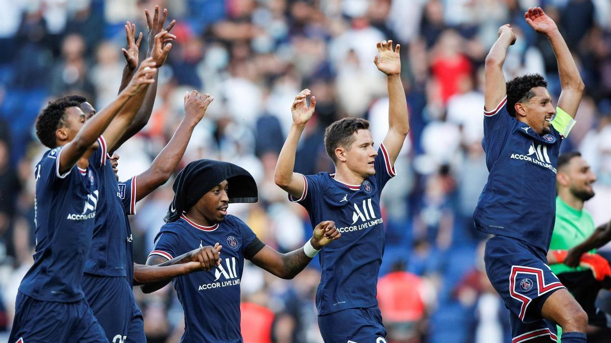 Los jugadores del PSG festejan la victoria ante Clermont